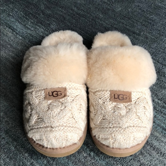bd044de59db5 UGG COZY CABLE KNIT SLIPPER IN FAWN. M 5aa4098b5512fd2a7c59bd55
